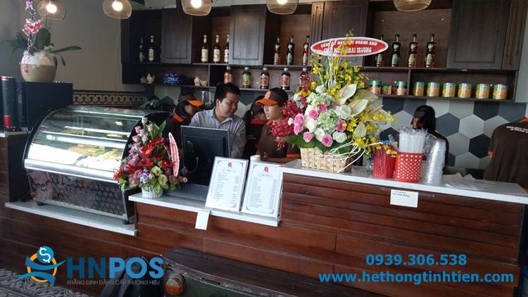 Kỹ thuật viên của HNPOS xuống tận nơi để hướng dẫn khách hàng sử dụng phần mềm quản lý bán hàng.
